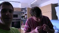 Alexander Kondrashov Все видео Что будет если проколоть палец и засунуть его к пираньям.